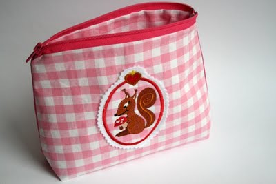 Schminktäschchen bestickt mit Luxusweib | waseigenes.com