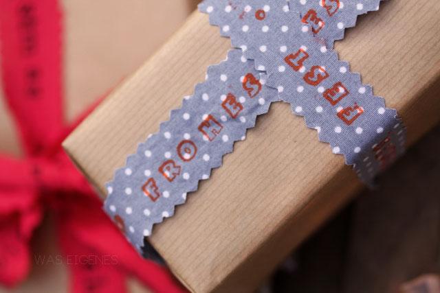 DIY Idee: Geschenkband bestempeln und damit Geschenke hübsch verpacken | waseigenes.com