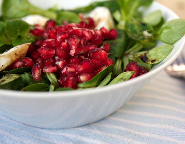 Feldsalat mit Granatapfel & Mozzarella | Rezept | waseigenes.com
