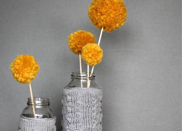 Gestrickte Vasenueberzieher und Pom Poms| DIY was eigenes