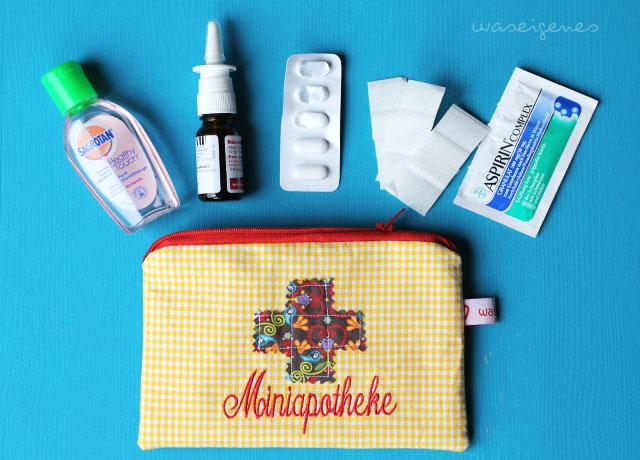 Miniapotheke - Erste Hilfe Täschchen für unterwegs mit aufgenähtem Kreuz und gesticktem Wort von waseigenes.com