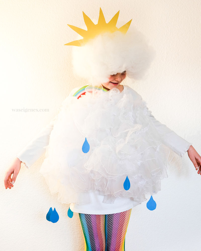 DIY Karnevalskostüm- Wolkenkostüm | Wolken Kostüm mit Regenbogen, Sonne und Regentropfen | Karnevalskostüm selber machen | waseigenes.com 03/2015 DIY Blog