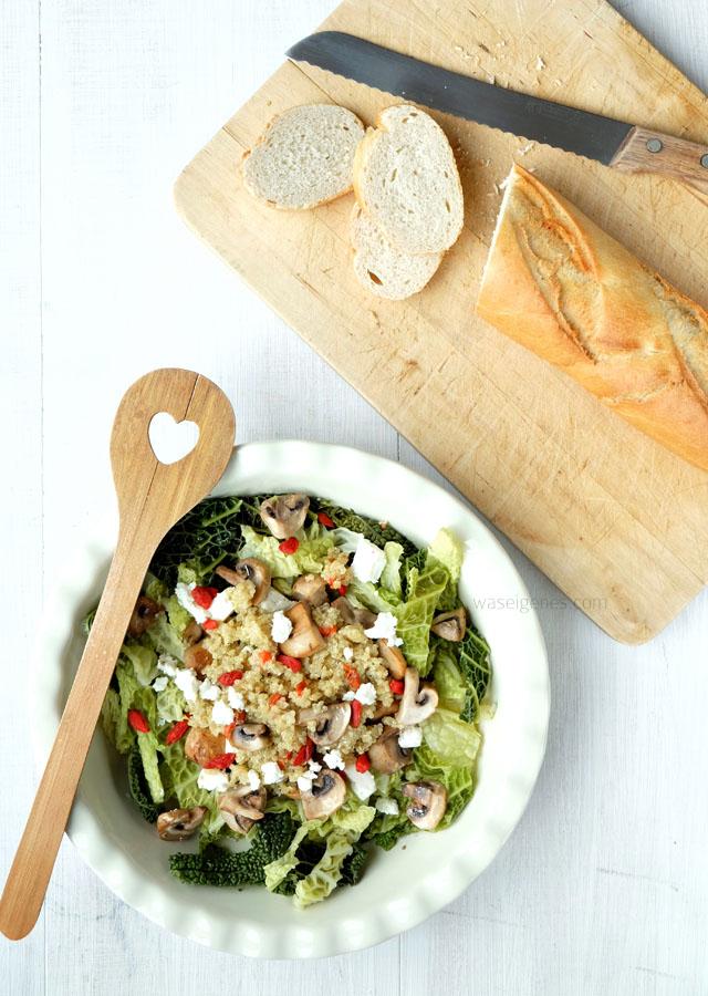Rezept: Lauwarmer Wirsingsalat mit Quinoa und Goji Beeren | waseigenes.com