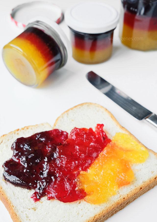 Rezept | EM Marmelade | Pfirsich Erdbeere Heidelbeere | Schichtmarmelade | WM Marmelade | schwarz rot gold | waseigenes.com