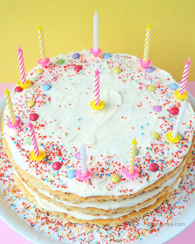 Rezept: Geburtstagskuchen mit Buttercreme und bunten Streuseln | waseigenes.com