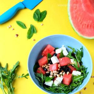Melonensalat mit Rucola, Feta, Oliven und Pinienkernen   waseigenes.com
