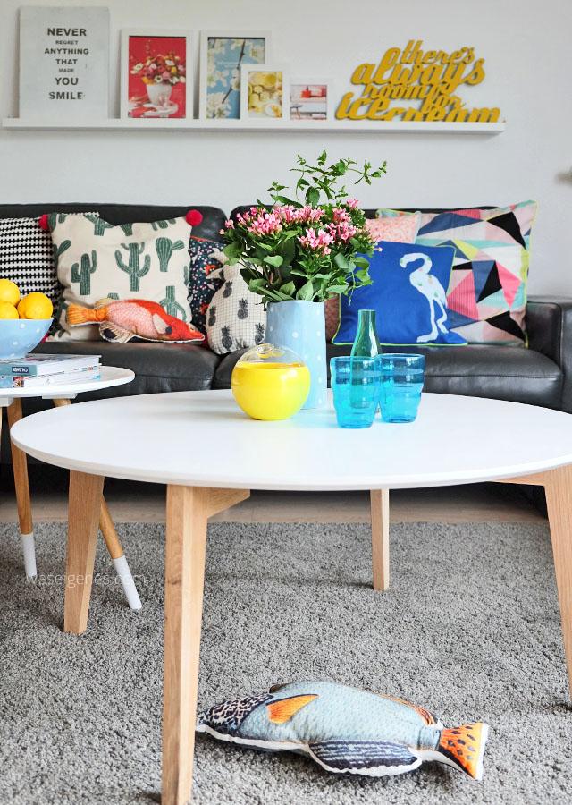 Wohnzimmer makeover | selbst genaehte Kissenbezuege | neue Couchtische | waseigenes.com 6