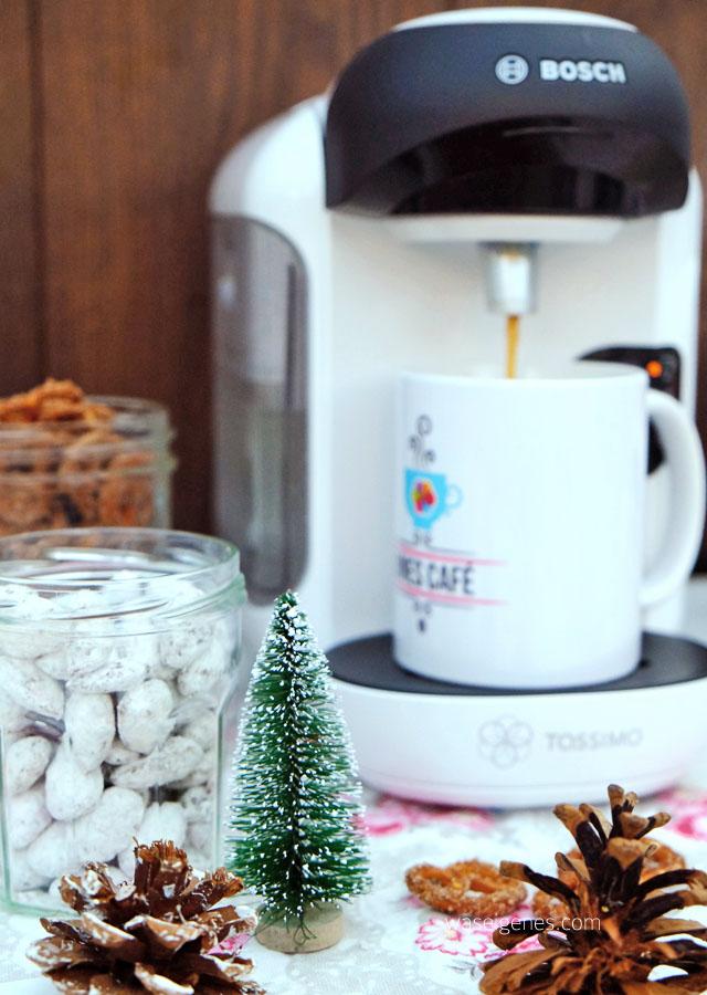Bines Café | Weihnachtsmandeln und ZuckerzimtBrezn dazu Vanillekaffee
