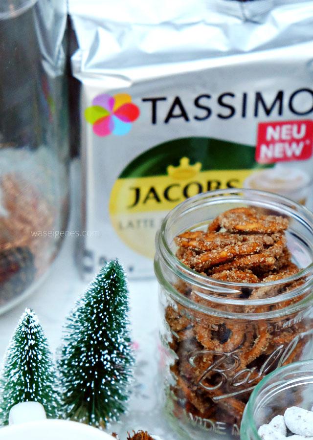 ZuckerZimtBrezn Weihnachtssnack | Tannenbäume und Latte Macchiato Vanille | Bines Café