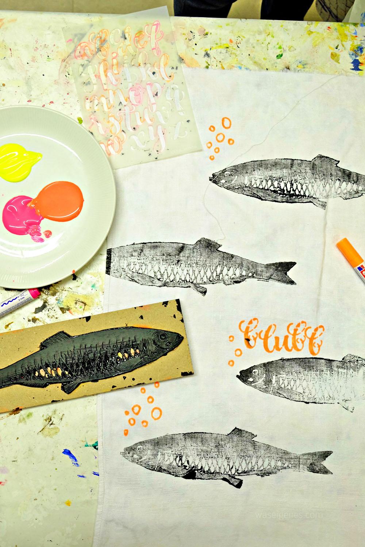DIY Stempel Workshop | Köln | blubb | gestempelte Fische auf Handtuch + Textilstift Schriftzug | waseigenes.com