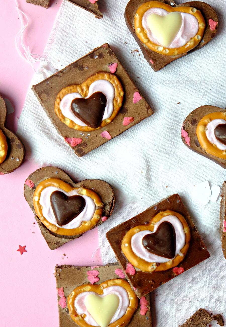Schokoladen Herzen Zuckerguß Brezeln - Geschenke aus der Küche zum Valentinstag | waseigenes.com DIY Blog