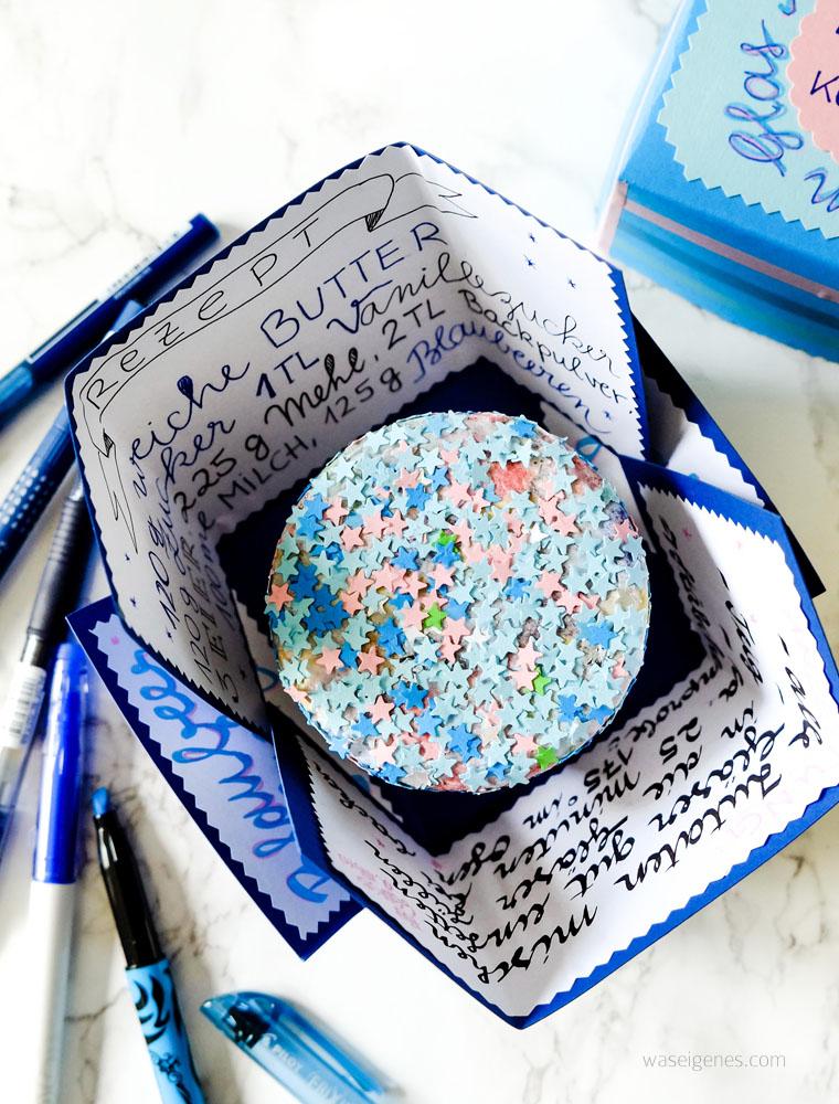 Explosionskarte | Rezept | Geschenke aus der Küche: Blaubeerkuchen im Glas | waseigenes.com