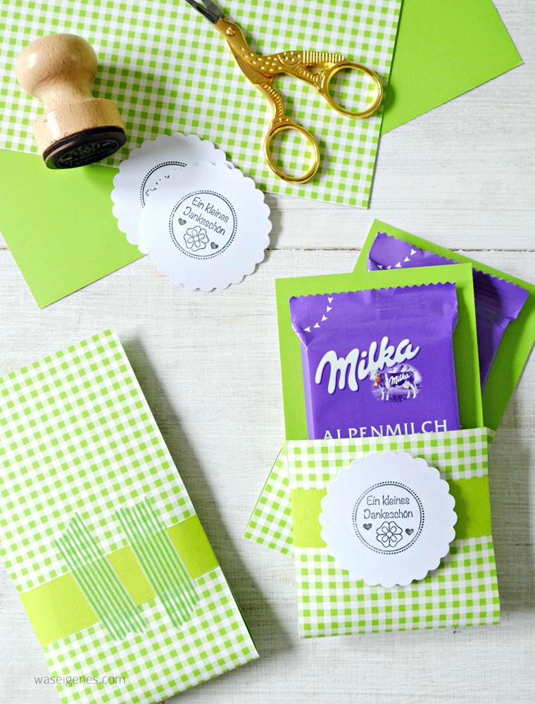 Kommunion: gebastelte Milka Mitgebsel | Gastgeschenke | Kommunion Deko Ideen, Kommunion Junge, maigrün | waseigenes.com #kommunion #dekoideen #mitgebsel #milkageschenke