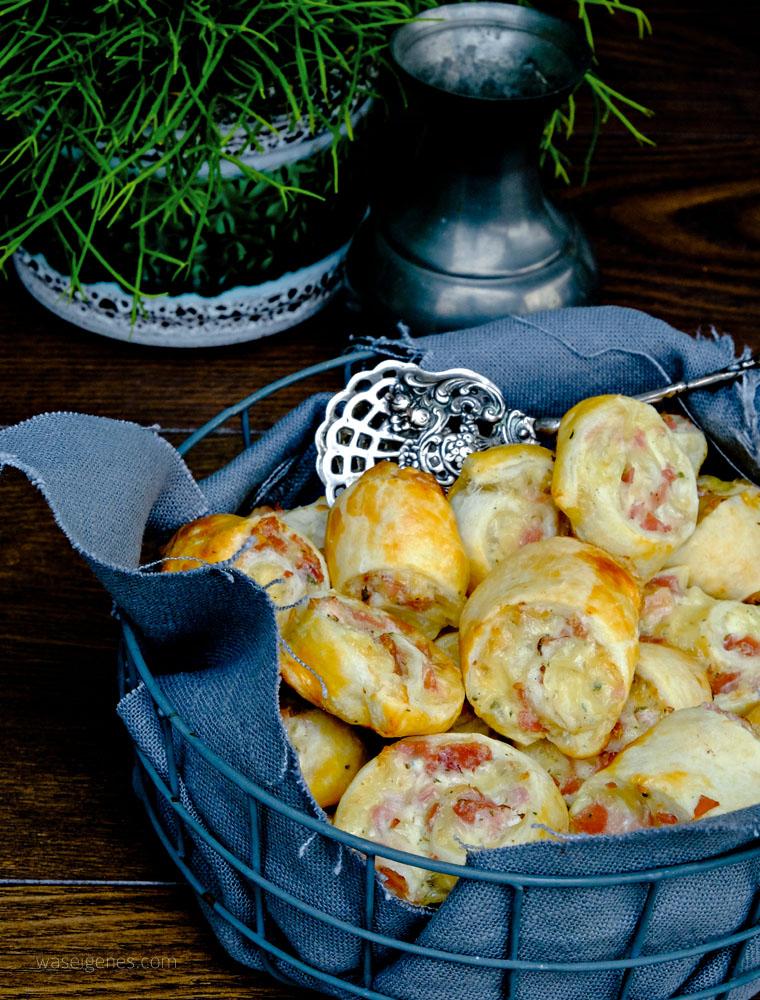 Blätterteigschnecken mit Schinken, Salami und Käse | #Fingerfood #Partyfood  #Partyrezept #waseigenes #Blätterteig #herzhaft #snack #EssenzumMitnehmen