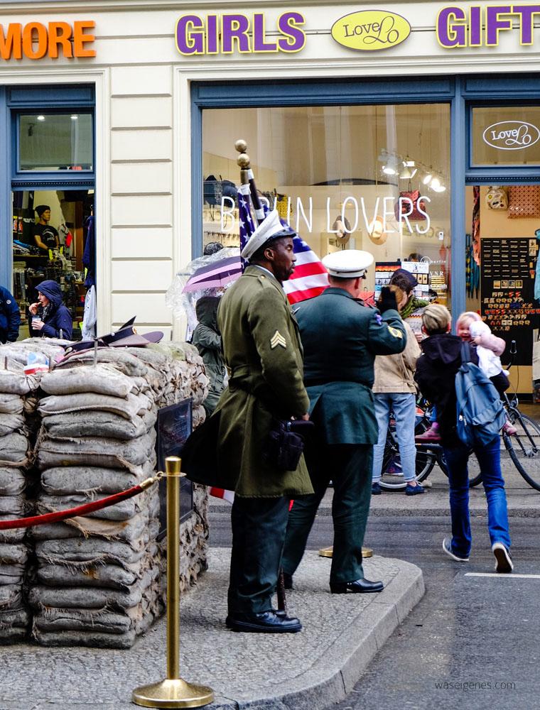 Wochenendtrip Berlin | Checkpoint Charlie | waseigenes.com