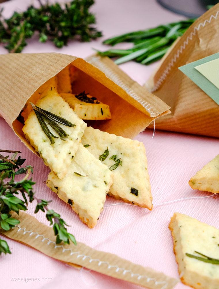 Geschenke aus der Küche: Parmesan Kräuter Cracker | Thermomix Rezept | waseigenes.com