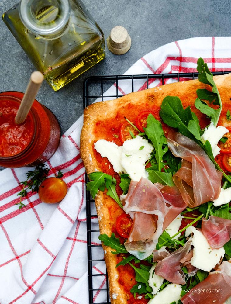 Rucola Pizza mit Prosciutto und Mozzarella | waseigenes.com