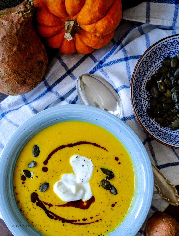 Kürbissuppe mit Süßkartoffel, Ingwer, saurer Sahne und Kürbiskernöl | Mein liebstes Herbstgericht | waseigenes.com