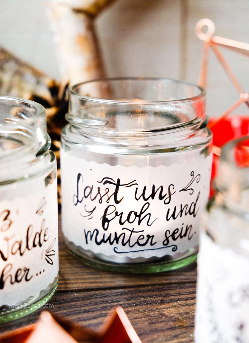 DIY Teelichtgläser mit Transparentpapier bekleben und mit schönen weihnachtlichen Sätzen beschreiben | Kalligrafie | waseigenes.com DIY Blog