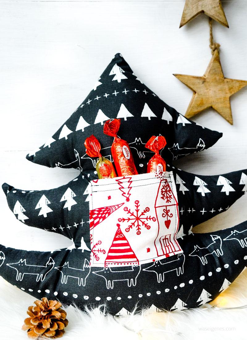 Geschenke aus dem Nähzimmer: Weihnachtsbaum Kissen und Lebkuchenmann Kissen mit Aufbewahrung- und Einstecktaschen   waseigenes.com DIY Blog