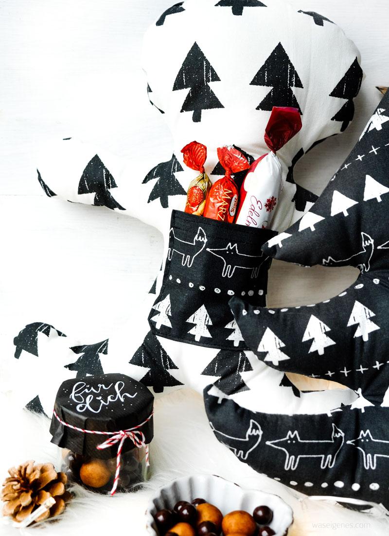 Weihnachtsgeschenke aus dem Nähzimmer: Lebkuchenmann Kissen und Weihnachtsbaum Kissen mit Aufbewahrung- und Einstecktaschen | waseigenes.com DIY Blog
