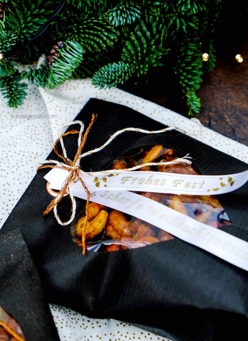 Rezept: scharfe Weihnachtsnüsschen | Bastelanleitung Papiertüten | selbst gedruckte Textillabel | waseigenes.com DIY Blog
