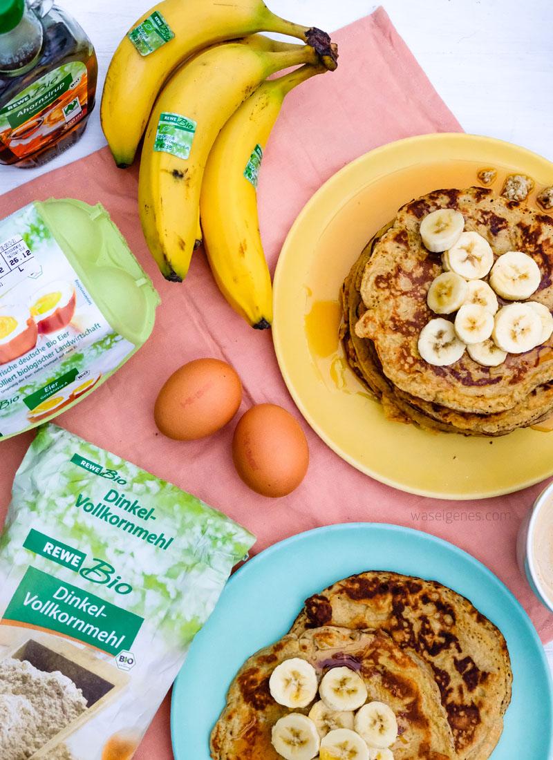 Rezept: Bananenpfannkuchen mit Ahornsirup | Nur drei Zutaten für ein leckeres Frühstück | waseigenes.com