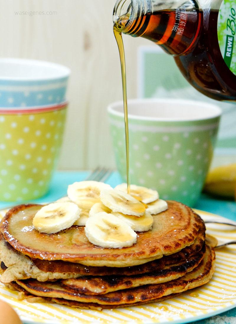 Rezept: Bananenpfannkuchen mit Ahornsirup | Nur drei Zutaten für leckere Frühstückspfannkuchen | waseigenes.com