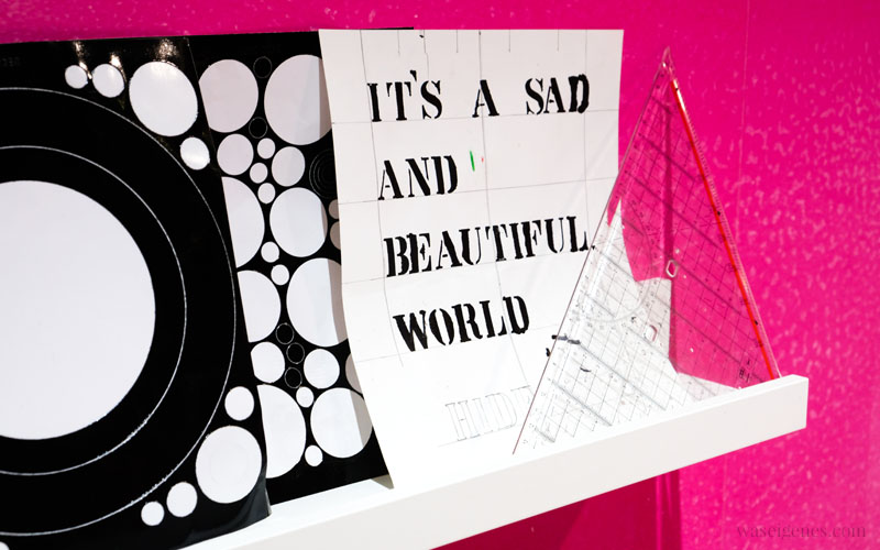Bild mit Schriftzug: it's a sad and beautiful world, waseigenes.com