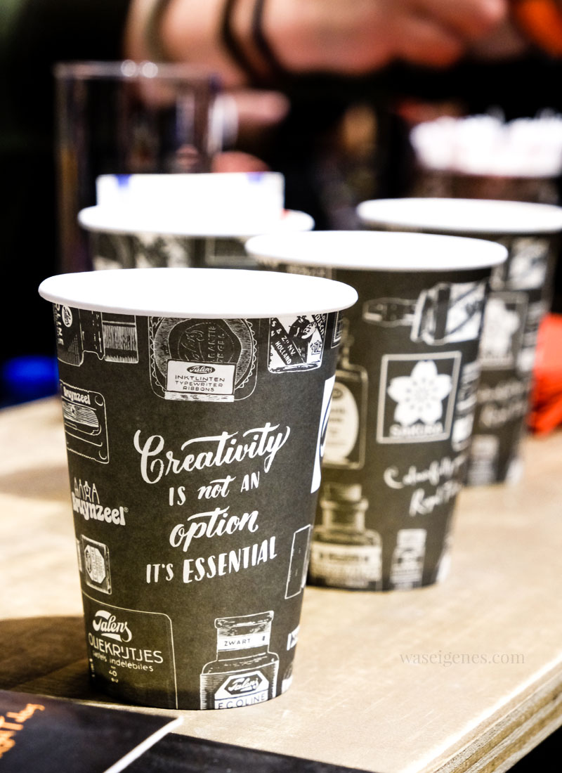 Becher mit Aufdruck: Creativity is not an option. It's essential! Von Royal Talens, Creativeworld 2018, waseigenes.com