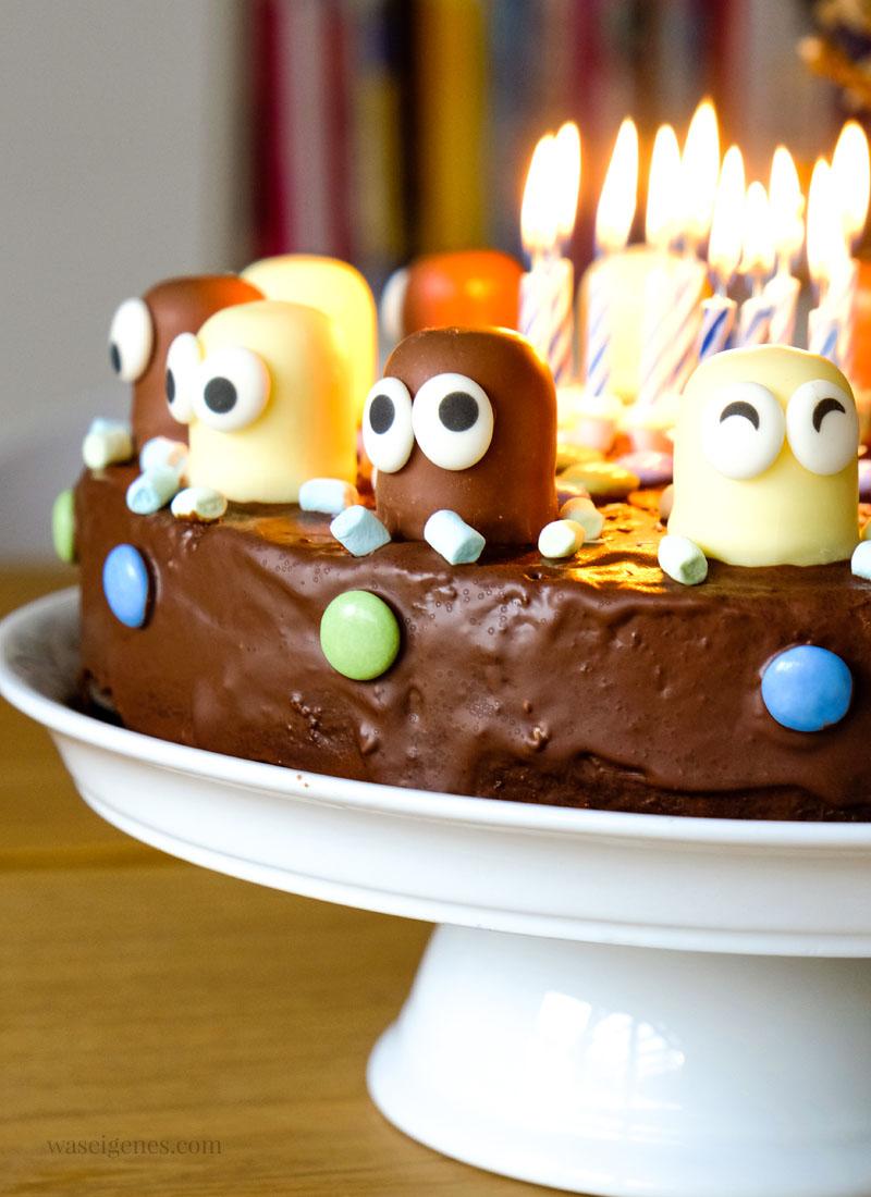Schokokusskuchen | #Geburtstagskuchen: Marmorkuchen mit Schokoküssen und essbaren Augen | waseigenes.com