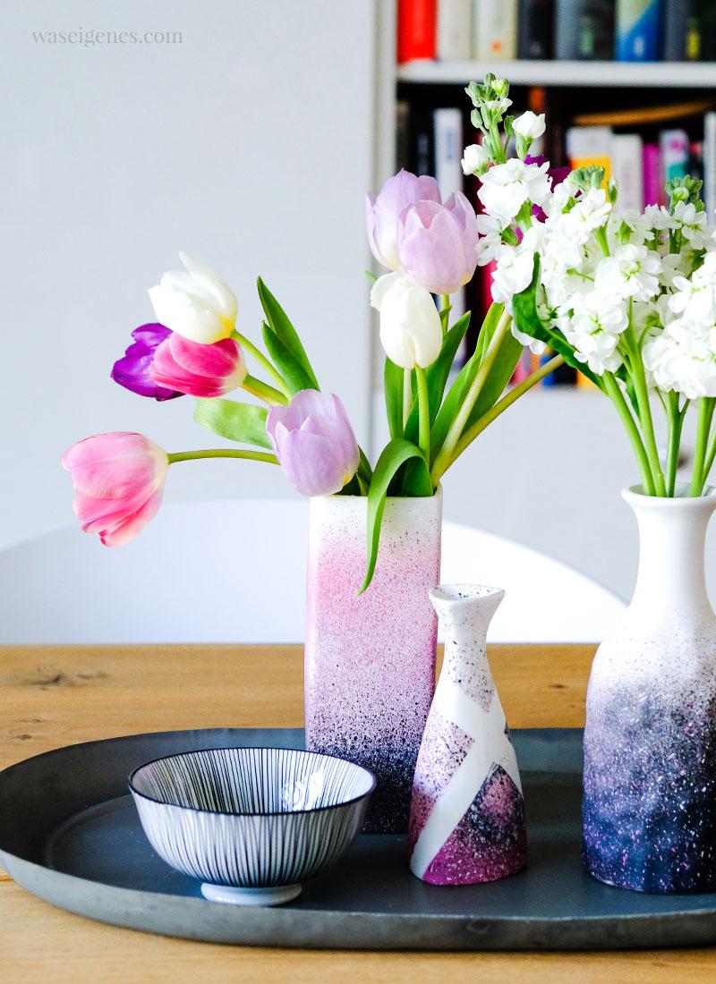 DIY Vasen mit Kreidefarben zum Sprühen aufhübschen | waseigenes.com
