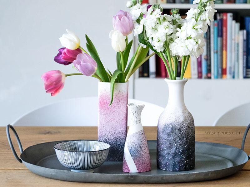 DIY Vasen: weiße Vasen mit Kreidefarben zum Sprühen einen neuen Look geben, waseigenes.com