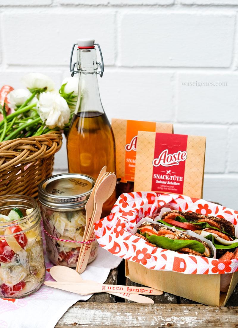 Rezept: Süß-scharfer Tortellini Salat mit Ananas und Dijon-Senf-Dressing, Sandwiches und Salami Snack Tüte | waseigenes.com