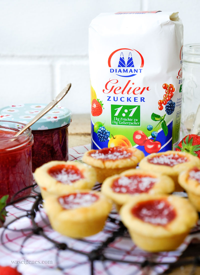 Rezept: Erdbeer-Kokos-Marmelade | selbst gekochte Marmelade {Konfitüre} & Marmeladentörtchen | Diamant Gelierzucker 1:1 | waseigenes.com