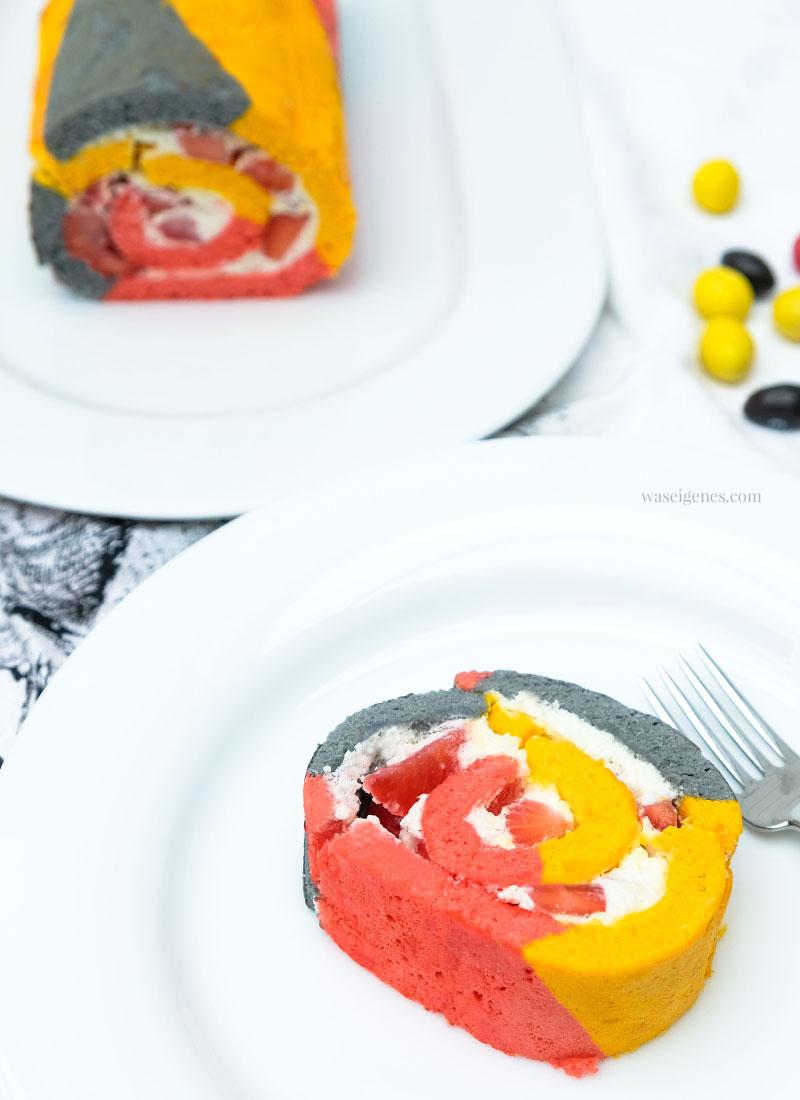 WM Biskuitrolle mit Schlagsahne & Erdbeeren | schwarz rot gold | waseigenes.com