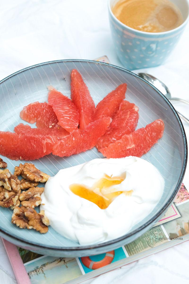 Frühstück: Griechischer Joghurt, Walnüsse, Grapefruit und Honig | waseigenes.com