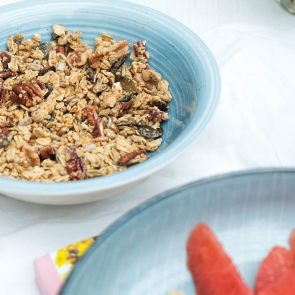 Frühstück- Grapefruit, griechischer Joghurt und selbstgemachtes Granola | waseigenes.com