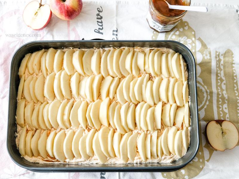Backanleitung für einen köstlichen Apfelkuchen mit Karamell | waseigenes.com #apfelkuchen #karamell