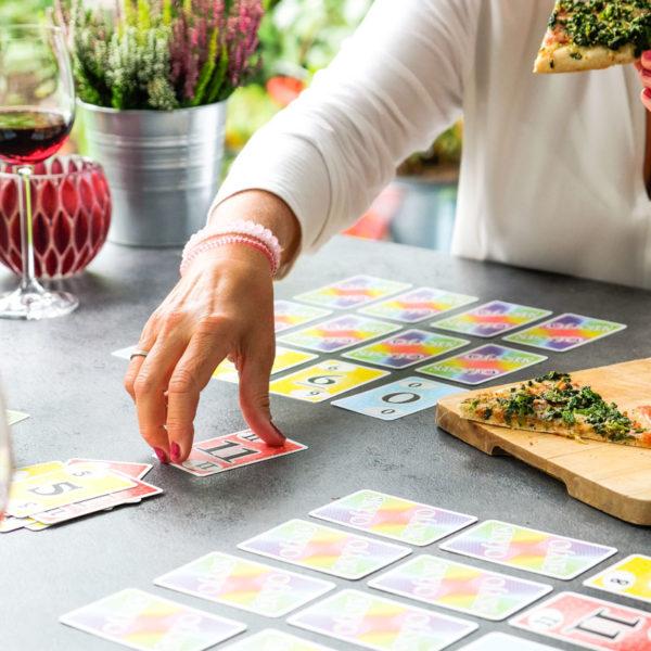 Spielenachmittag mit Freunden | Skyjo Kartenspiel | Pizza & Wein | waseigenes.com