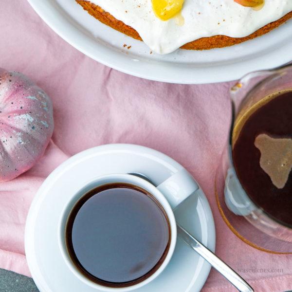 Kaffeeklatsch mit Freundinnen | Rezept Kürbis Apfelkuchen | waseigenes.com