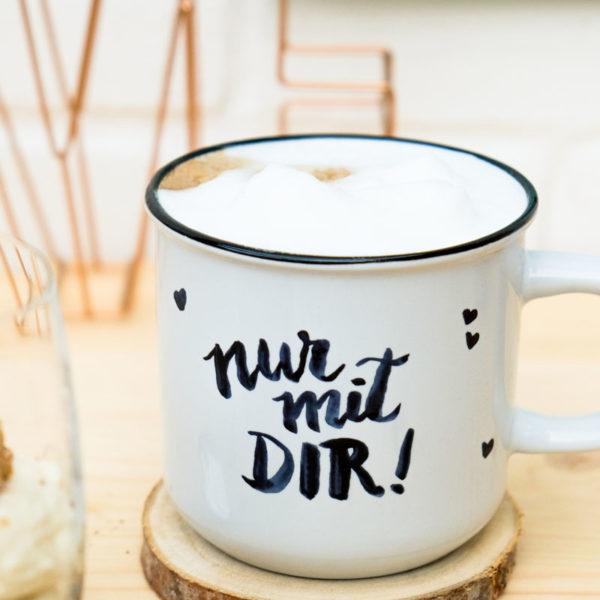 Nur mit Dir! Handlettering Kaffeetasse mit Milchkaffee, waseigenes.com #handlettering #kaffeetasse #milchkaffee