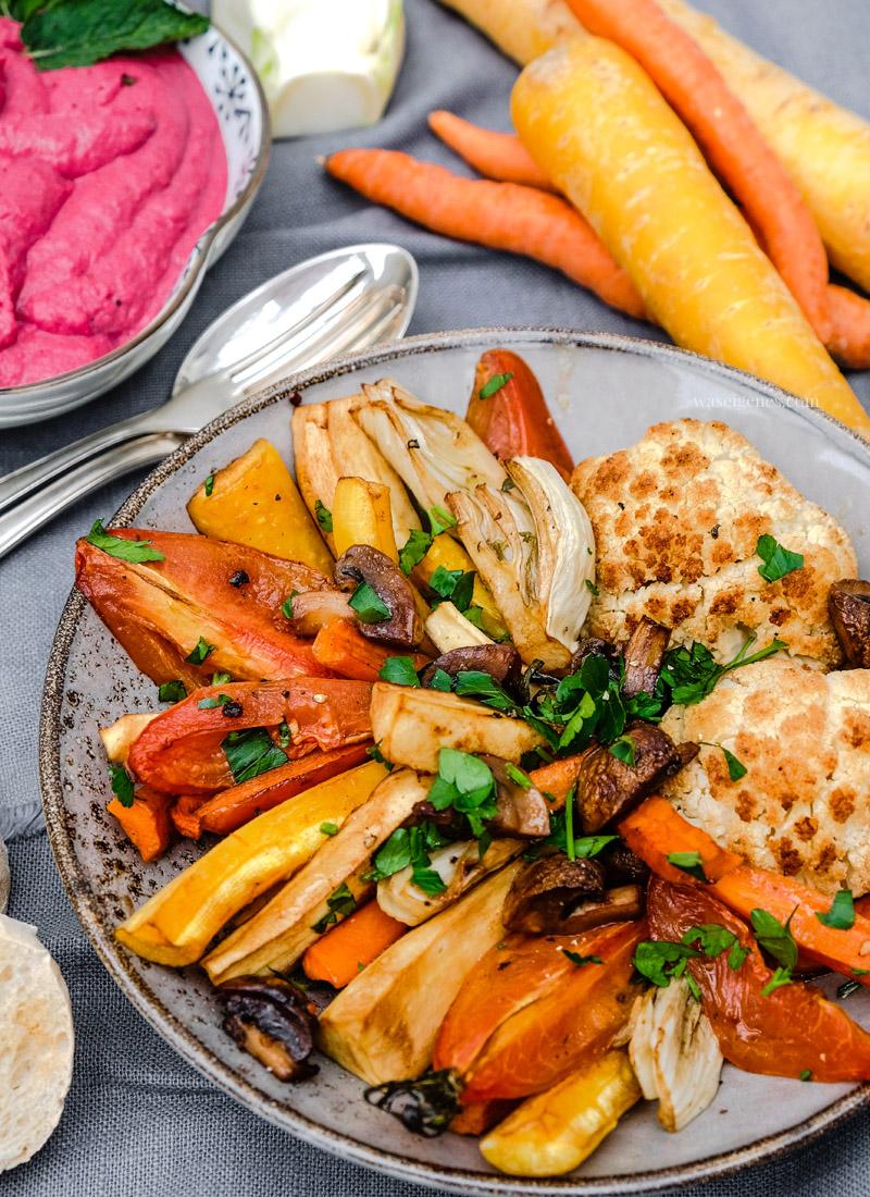 Rezept: Rote Beete Hummus mit Ofengemüse, waseigenes.com #rotebeete #hummus #ofengemüse