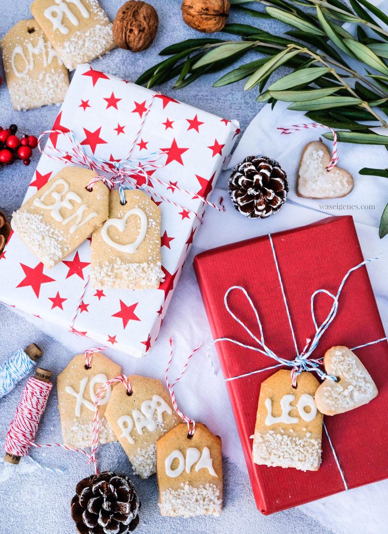 Rezept: Geschenkanhänger Plätzchen, Weihnachtsplätzchen in Geschenkanhängerform, Plätzchen mit Schriftzug, waseigenes.com #weihnachtsplätzchen #geschenkanhänger