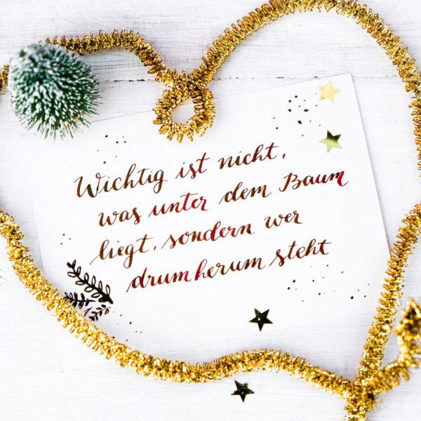 Adventskalender der guten Gedanken & Wünsche Türchen Nr. 24 Wichtig ist nicht, was unter dem Baum liegt, sondern wer drum herum steht. / waseigenes.com