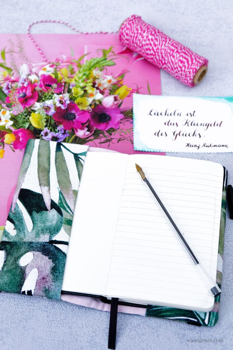 """DIY: Stoffumschlag für ein Notizbuch nähen, schnell und einfach, mit geplottetem Schriftzug """"Zitate"""", waseigenes.com #stoffumschlag #buchhülle #DIY #nähen #schnell #einfach #zitate #Notizbuch"""