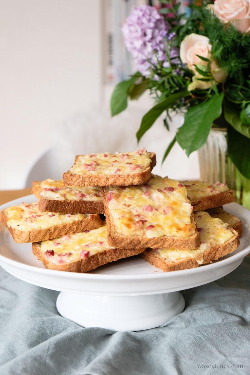 Rezept: Flammkuchen Toast (Flammkuchen Brot) super schnell und einfach, das perfekte Partyfood | #rezept #schnell #einfach #flammkuchentoast #flammkuchen #fingerfood #partyfood