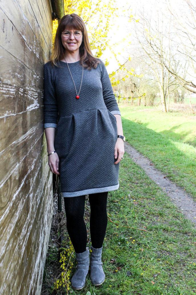 DIY Kleid | selbst genähtes Kleid: Schnitt Chloe, Stoff Waffelsweat, waseigenes.com #nähenfürmich #diyfashion #Kleidungnähen