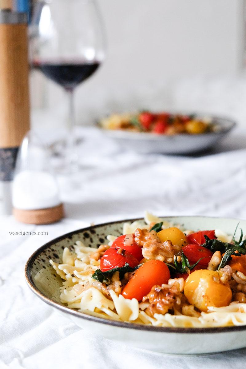 Rezept: Pasta mit Salbei-Walnussbutter und Kirschtomaten, waseigenes.com | #rezept #pasta #salbei #nussbutter