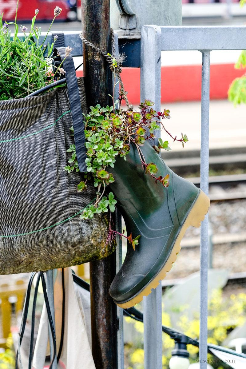 """Zürich West: urban gardening - """"Frau Gerolds Garten"""", bepflanzter Gummistiefel, waseigenes.com"""